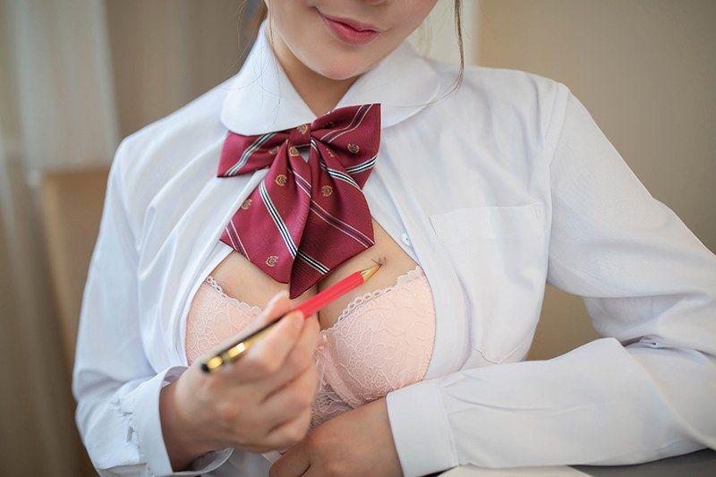 风骚秘书陶喜乐黑丝撅臀请求被爱
