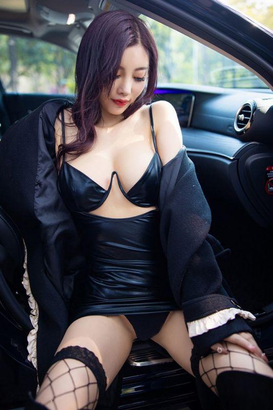 魅惑嫩模杨晨晨网袜美腿白皙迷人