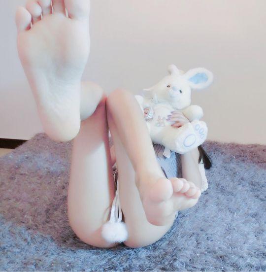 大美腿 小黑丝 小翘臀 丝足美脚