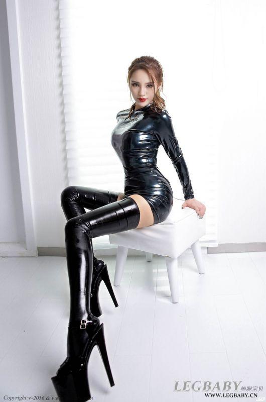 陈雅漫乳胶裙肉丝袜美腿激情写真套图