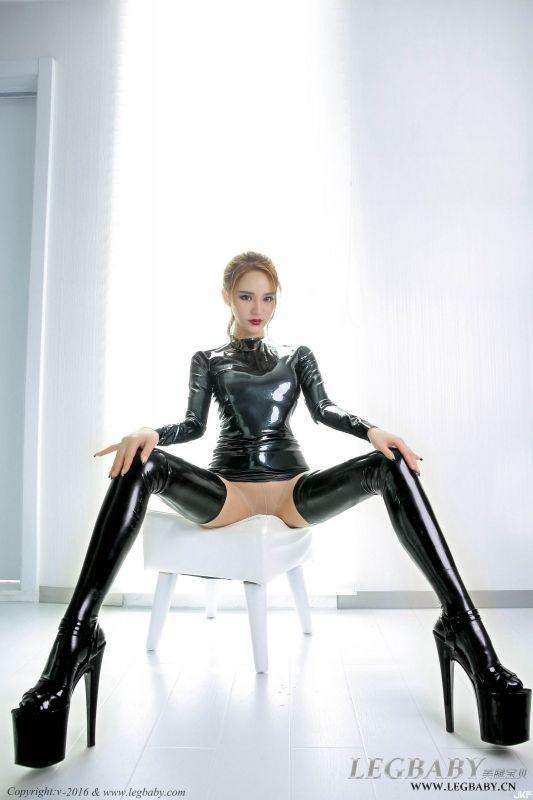 陈雅漫乳胶裙肉丝袜美腿写真套图欣赏