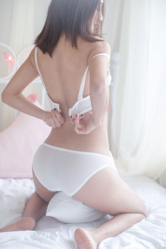 白丝女护士周琰琳爆乳诱人俏皮勾魂图片