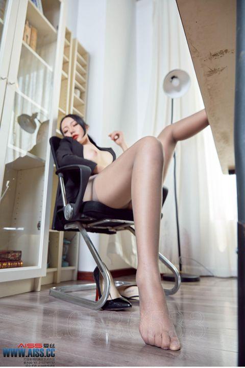 办公室丝袜女郎丰满美乳十分诱人图集