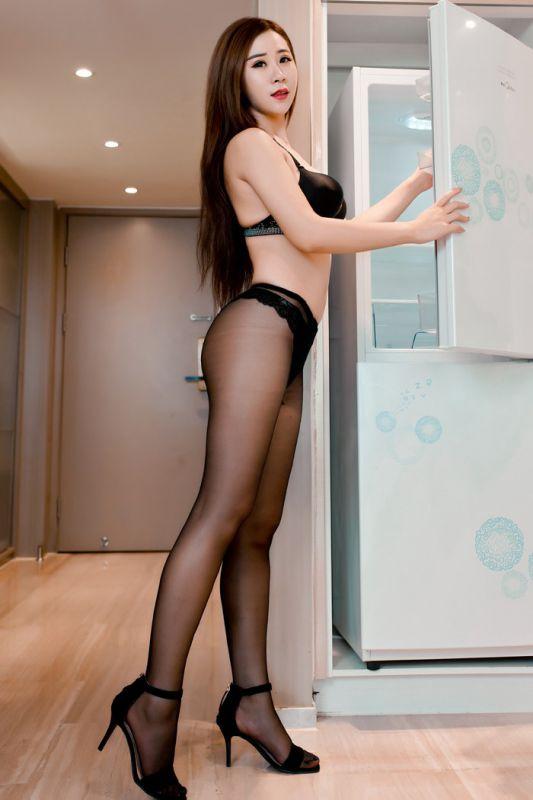 爆乳美女雪儿高跟长腿黑丝袜私房写真图片