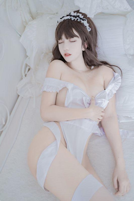喵星美女白丝长腿性感诱惑