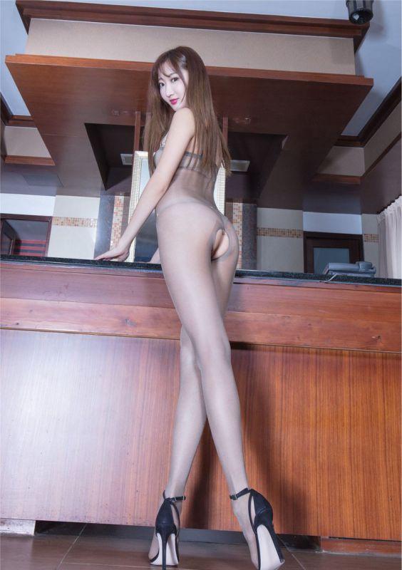 超薄连体丝袜美女Minnie长腿翘臀勾魂写真