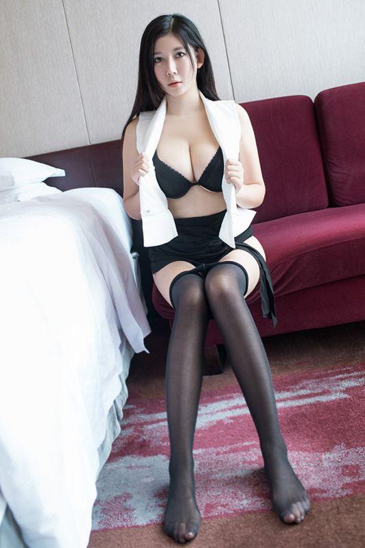 催情小秘书李雅黑丝高跟体态婀娜