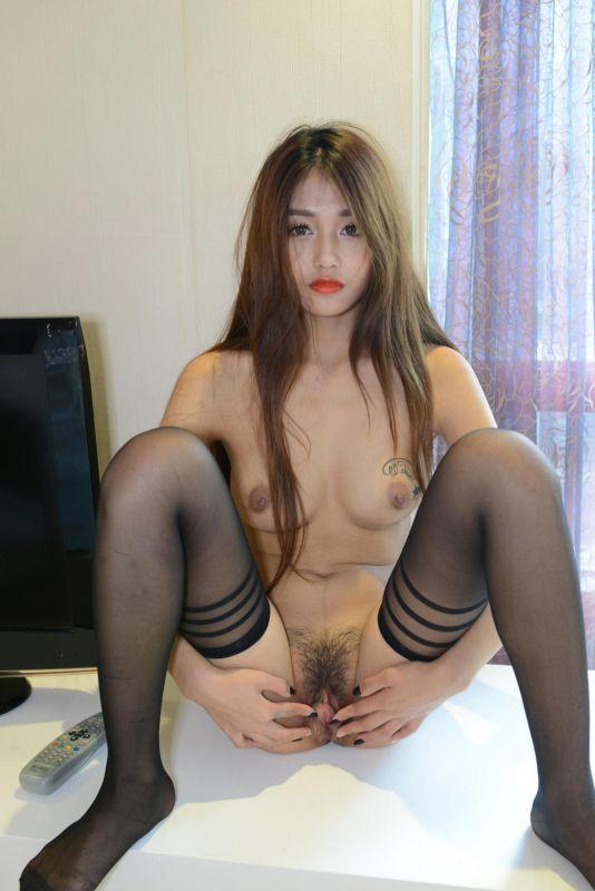 国模芊芊女神黑丝展示完美身材