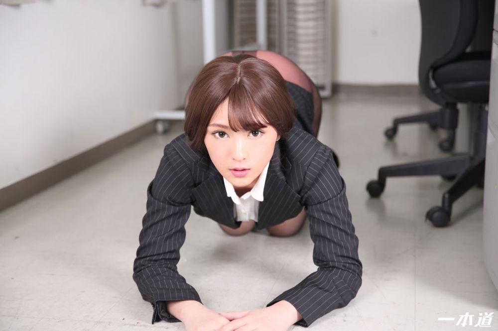 黑丝OL在办公室性爱中出