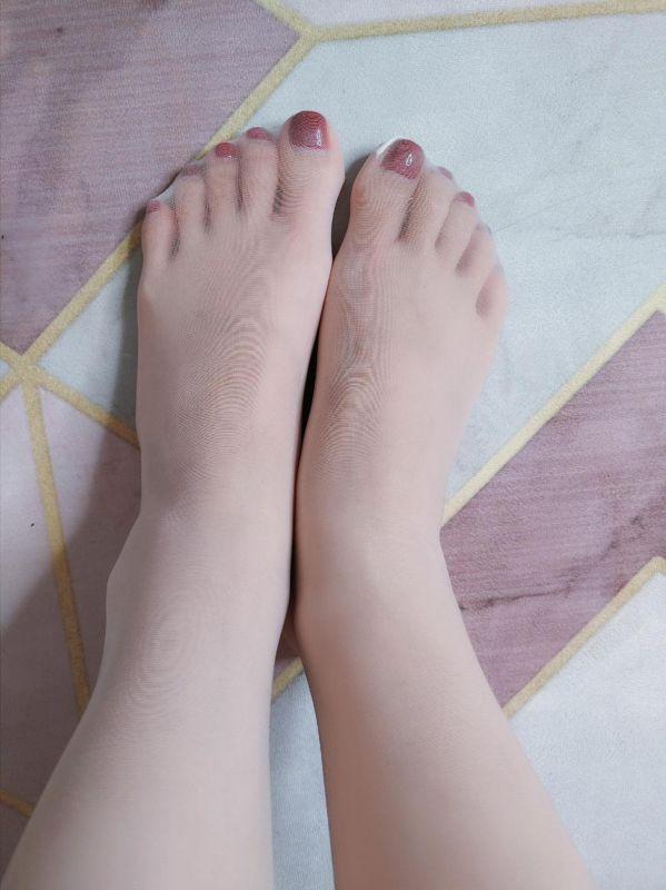桃桃酱情趣白丝中筒袜