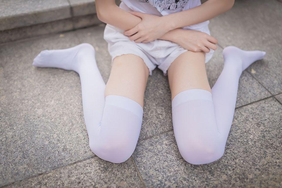 白丝美腿女孩
