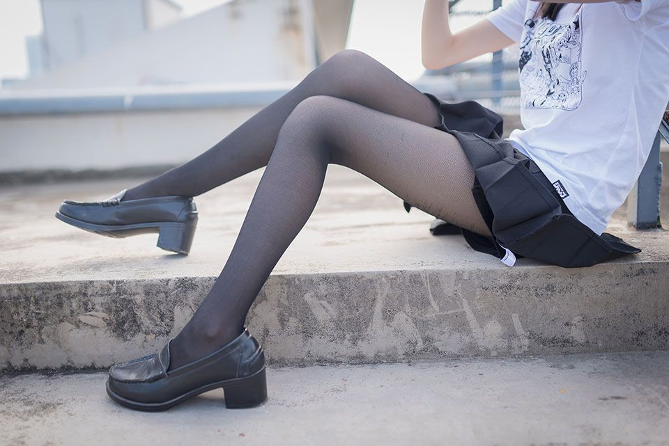 黑丝美腿女孩