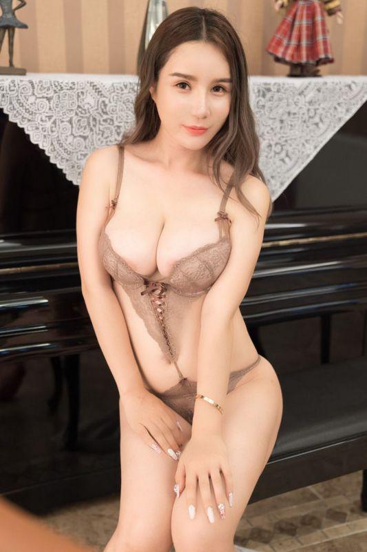 黑丝御姐陈秋雨OL制服秀酥胸美臀