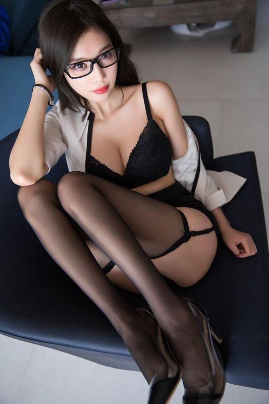 冷艳OL职场丽人装黑丝高跟性感美腿臭淫脚