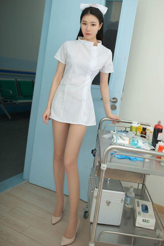 美女小护士安然肉丝美腿退烧治病