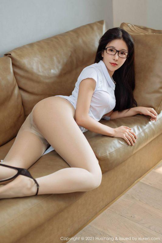 嫩模奥莉性感白衬衣眼镜OL主题秀翘臀诱惑写真超薄肉丝