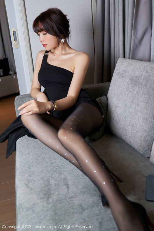 女神芝芝Booty姿诱惑写真秀完美身西服黑丝OL主题超薄黑丝裤袜