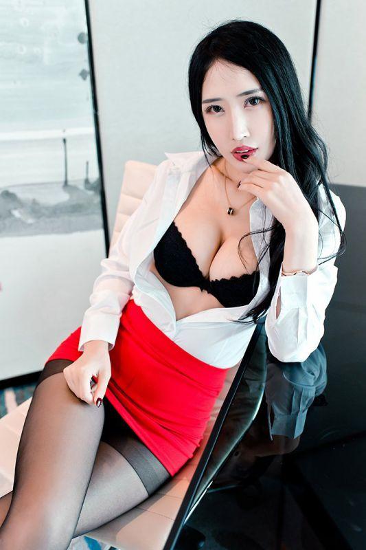 职场秘书御姐余馨妍美腿黑丝勾人欲火