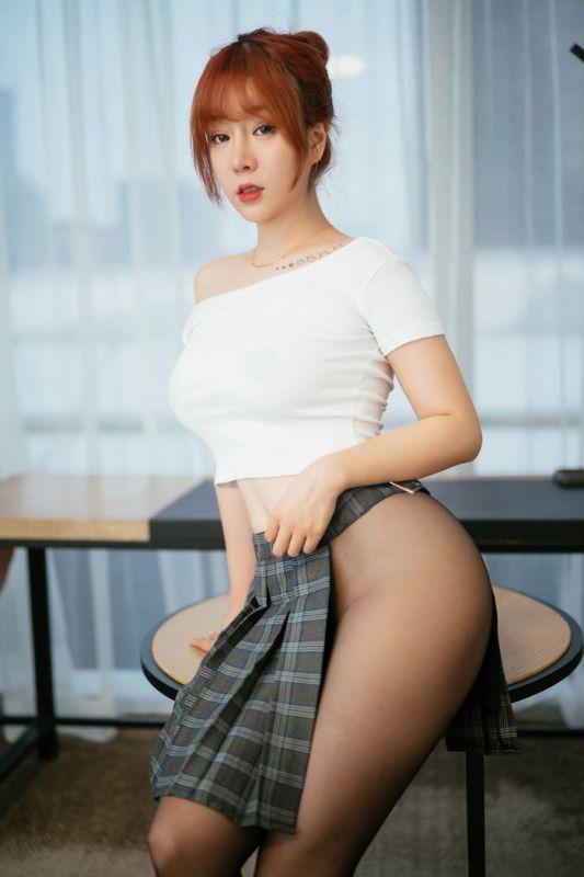 职场女神王雨纯酒店无内黑丝撩人翘臀