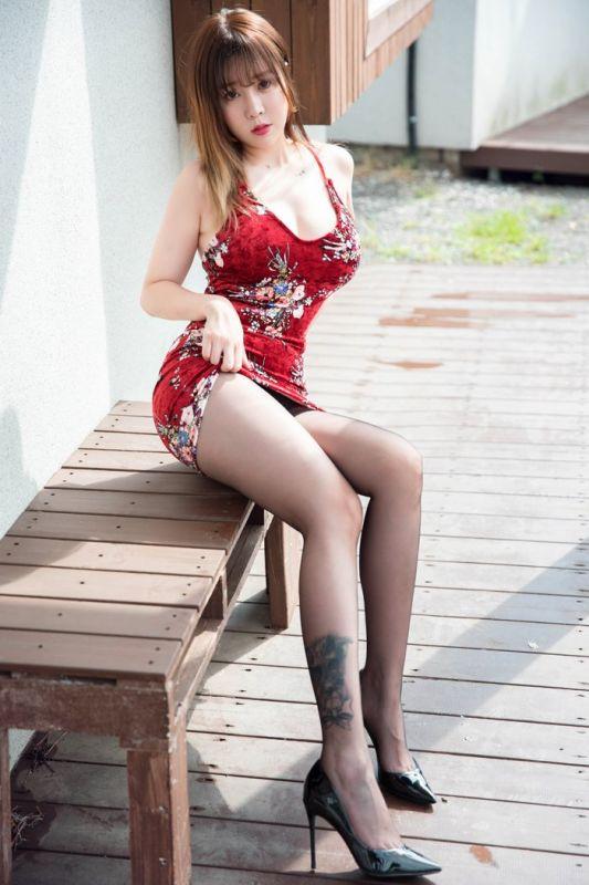 大胸美人王雨纯短裙美腿黑丝袜宅男最爱
