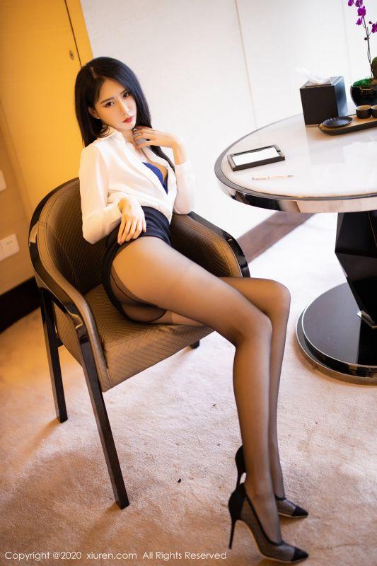 黑短裙连体黑丝大长腿和香脚的OL BABY