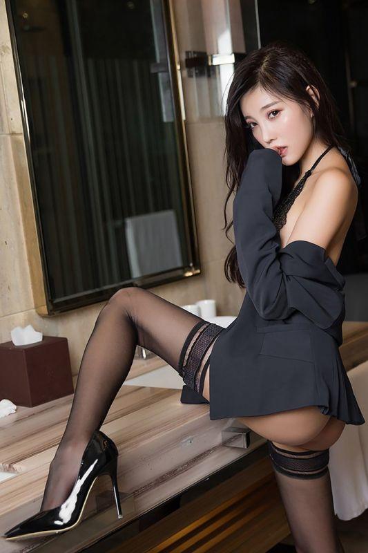 黑丝OL杨晨晨蕾丝美腿上演职场诱惑