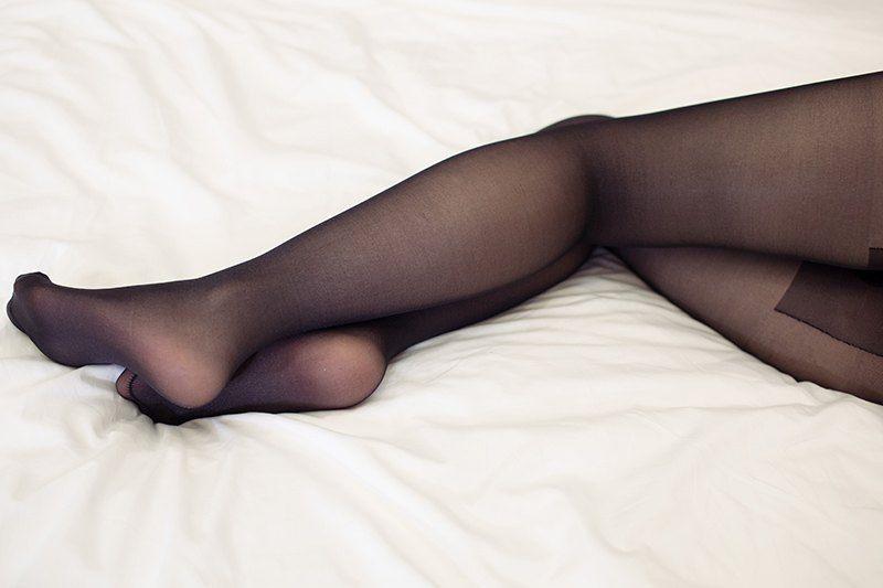 发情狐妖艾小青黑丝美腿手遮半乳让你浴火焚身