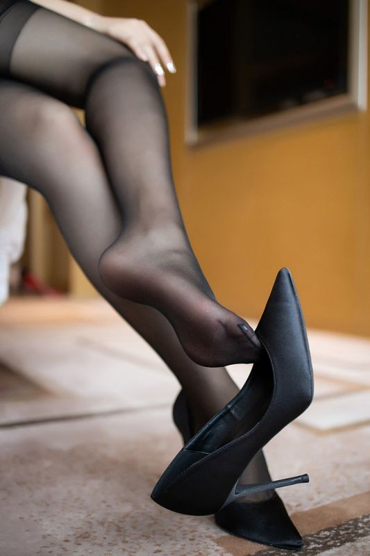 媚娘芝芝黑丝美腿圆滑美乳求调教诱惑图集