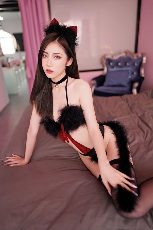 发情夜猫贾诗晗情趣黑丝尾巴调教