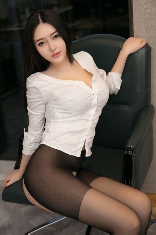 丰腴熟女恩一巨乳绵软黑丝大长腿诱惑人