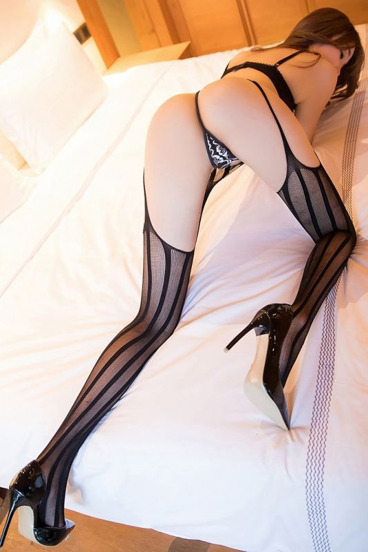 风情嫩模芝芝情趣黑丝袜翘臀美腿瞬间抓人眼球