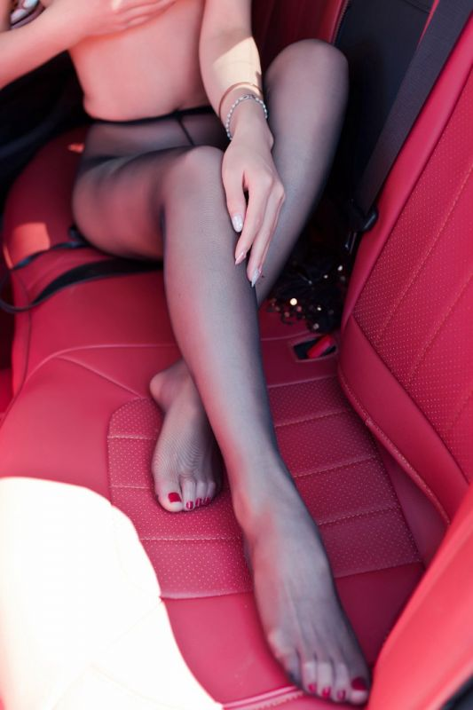 风骚车模半裸丝袜装美乳翘臀香艳无比