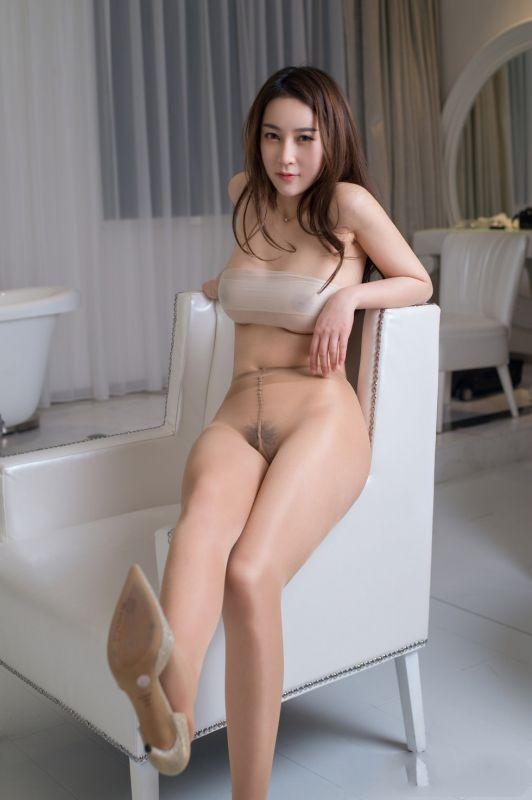 风骚巨乳乔依琳高叉肉丝袜内衣露美乳遮点透视露毛诱惑