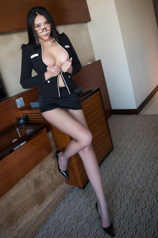 欲望女上司安可儿黑丝美腿ol制服难遮爆乳