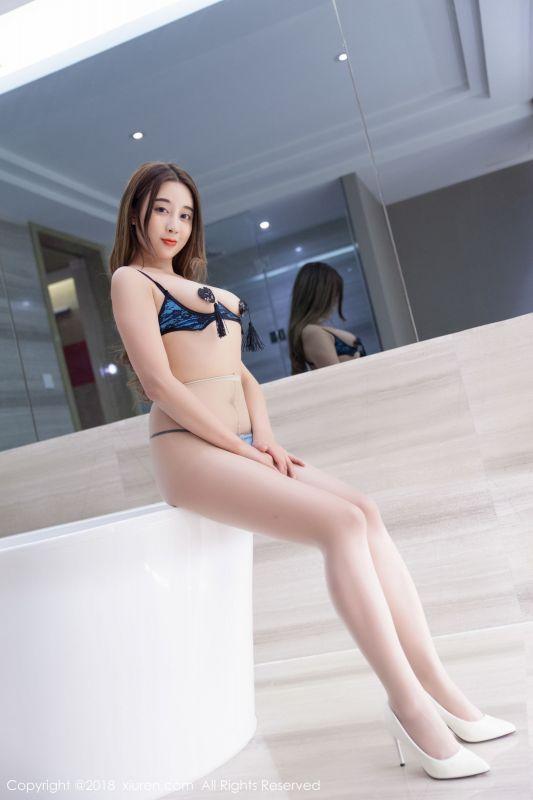 御姐筱慧情趣露乳内衣肉丝袜美腿图片