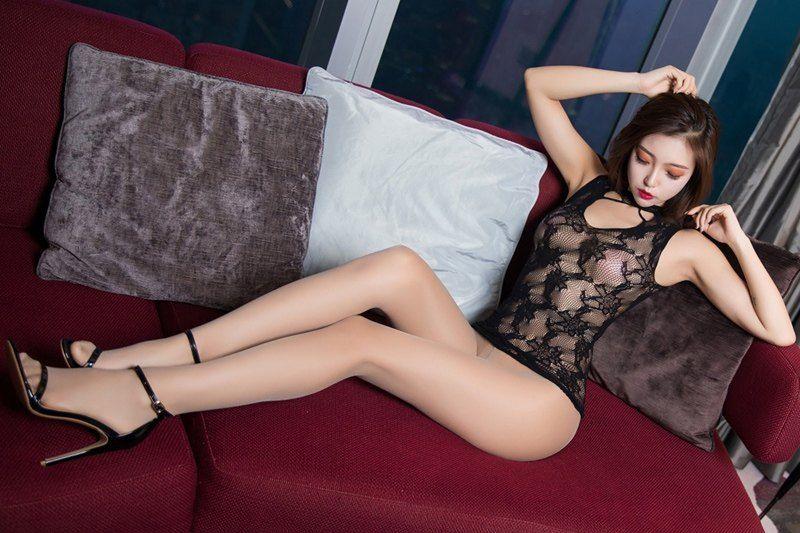 韵味美妇冯木木丝袜长腿蕾丝真空美胸若隐若现