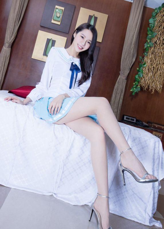宅男女神Christine丝袜美腿小短裙私房摄影