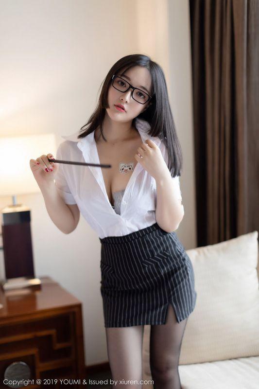 诱惑美女婉灵私房秘书OL无内黑丝裤袜