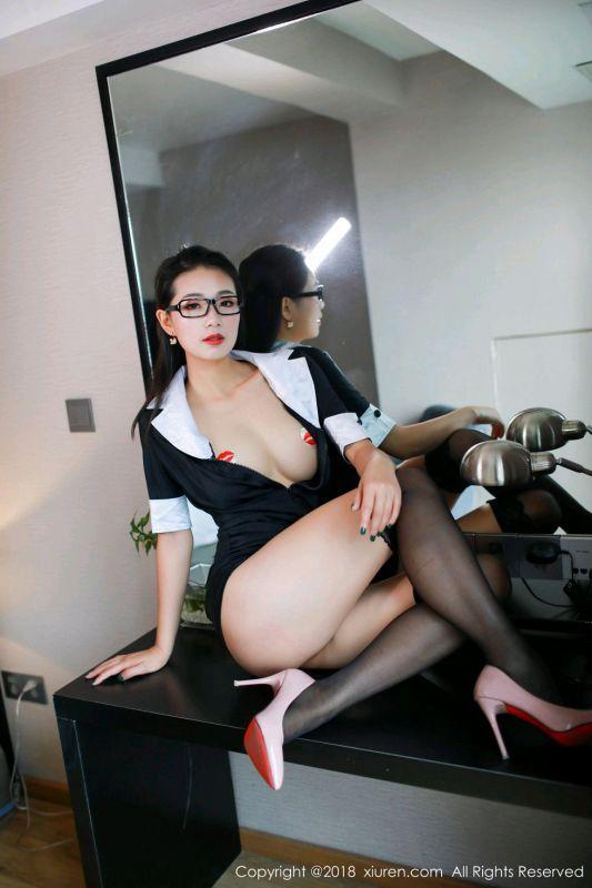 诱惑美人宋-KiKi黑丝真空教师制服半脱露豪乳遮点