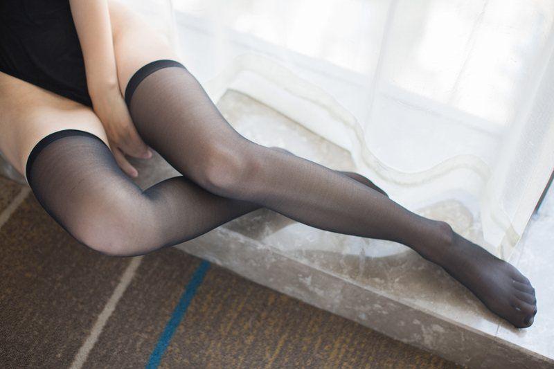 素颜嫩模Una黑丝长腿兔女郎制服写真