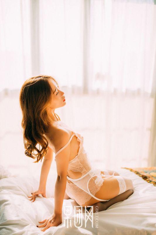 童颜少女蕾丝白丝袜情趣制服写真照