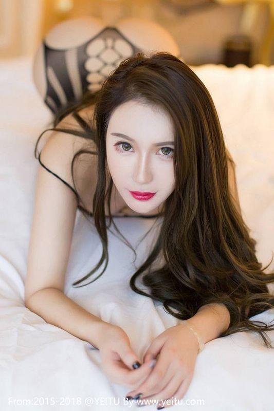 尤妮丝豪乳翘臀黑丝连体情趣诱惑