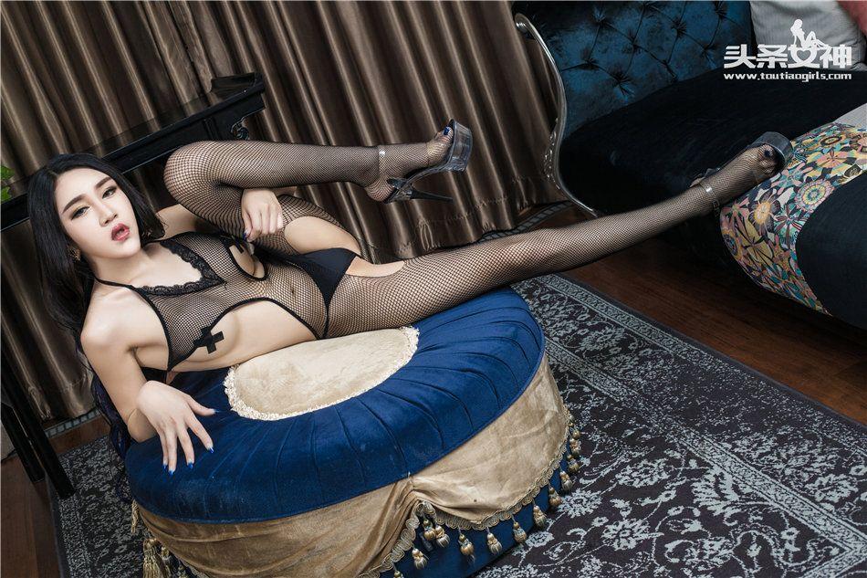 美乳嫩模信悦儿极品诱人黑丝网袜美腿