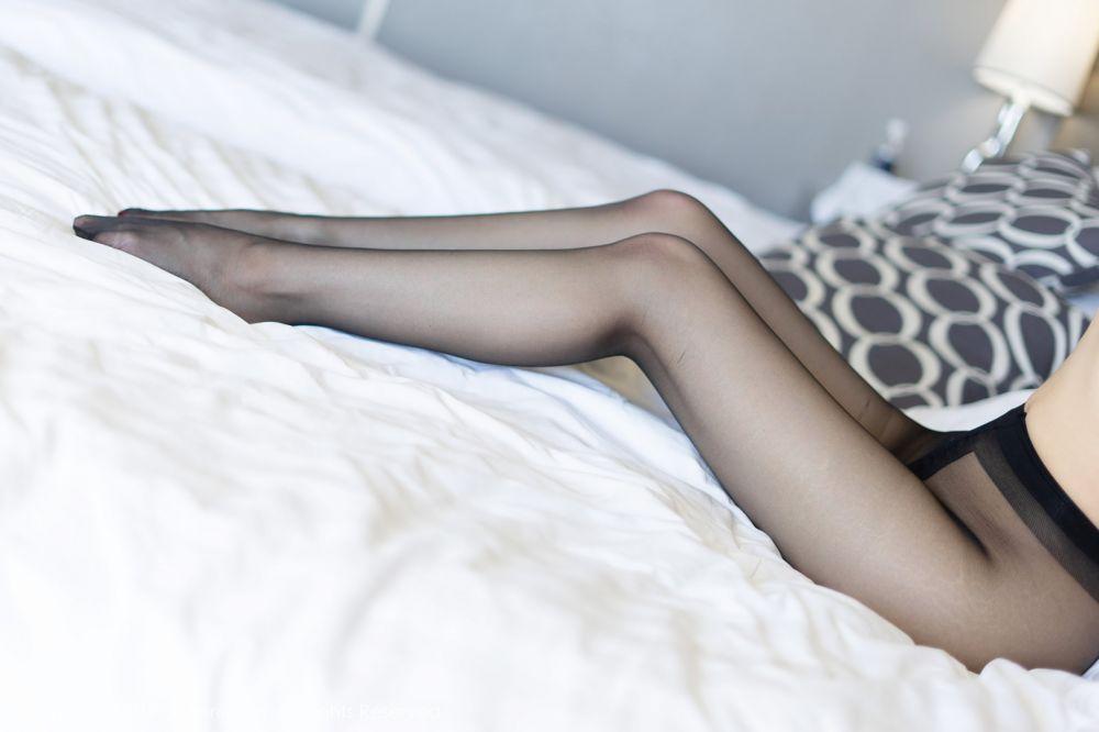 妖艳连体黑丝袜美女张雨萌丰满动人