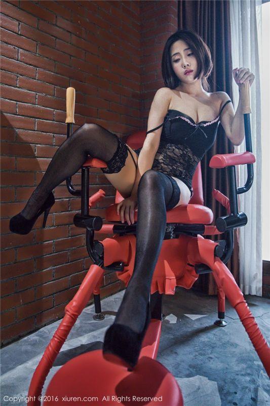 风骚女郎兜豆靓黑丝高跟爆乳sm捆绑艺术写真