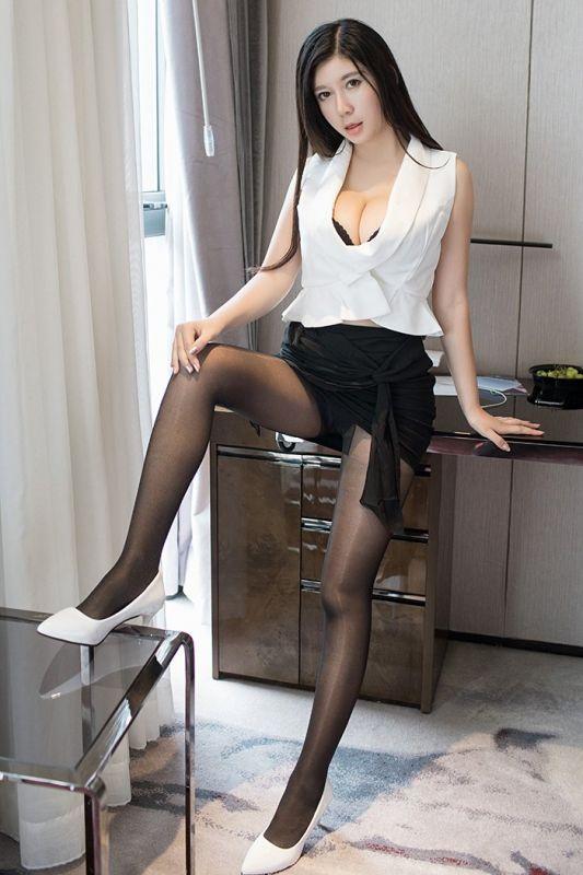 催情小秘书李雅黑丝高跟体态婀娜套图
